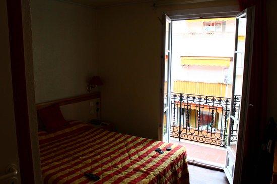 Hotel Dante:                   Single room
