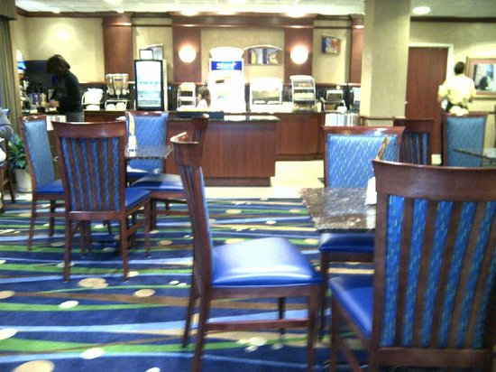 Holiday Inn Express Hotel & Suites Manchester Airport:                   Dining area