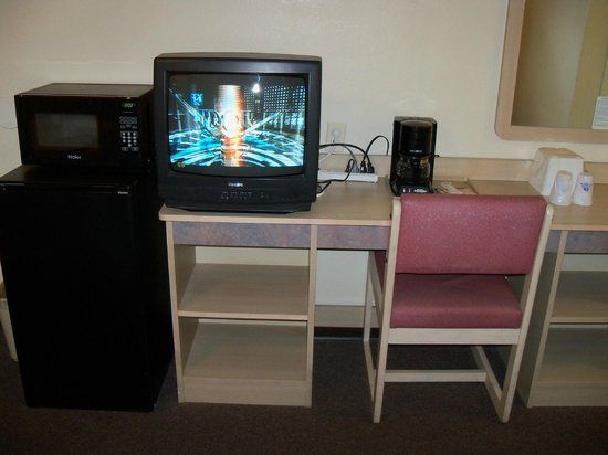 Americas Best Value Inn - Lake City :                   appliances, tv, desk