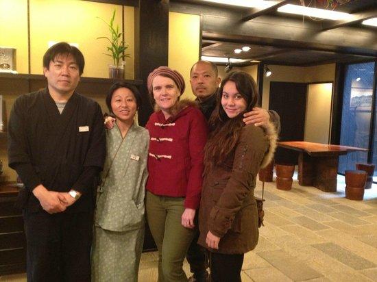 โรงแรมเคียวมาชิยา เรียวกัง ซากุระ:                   The very kind and helpful staff farewelling us