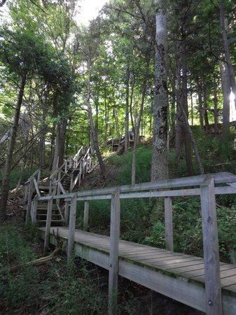 Goderich, Kanada: Portion of the steps from the Colborne campground to the beach