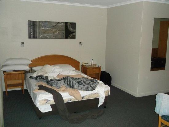 Chittaway Motel:                   Room