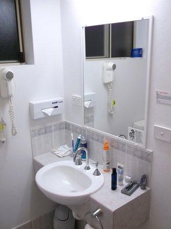 Chittaway Motel:                   Bath
