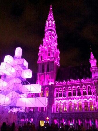 ‪روكو فورت هوتل أميجو: Christmas light show at The Grand Place‬