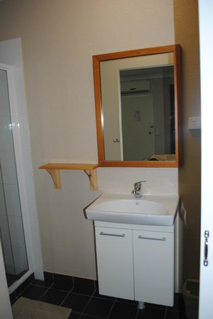 Beagle Motor Inn: bathroom