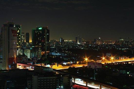 โรงแรมเซ็นเตอร์ พอยต์ สีลม: 夜景2