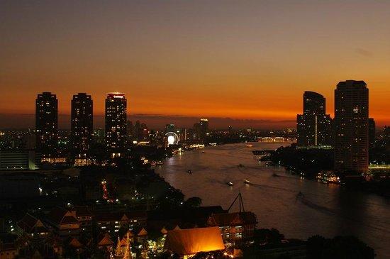 Centre Point Silom: 夕景3