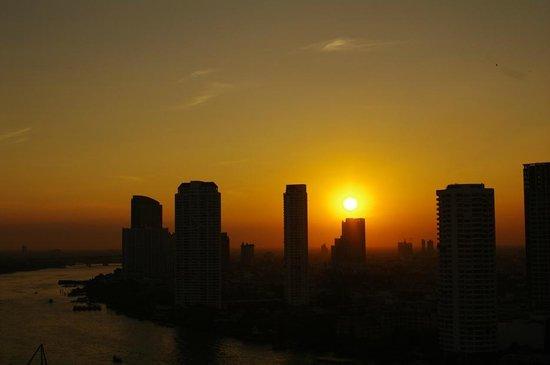 Centre Point Silom: 夕景1
