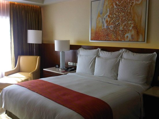 Manila Marriott Hotel: Comfy king-size bed