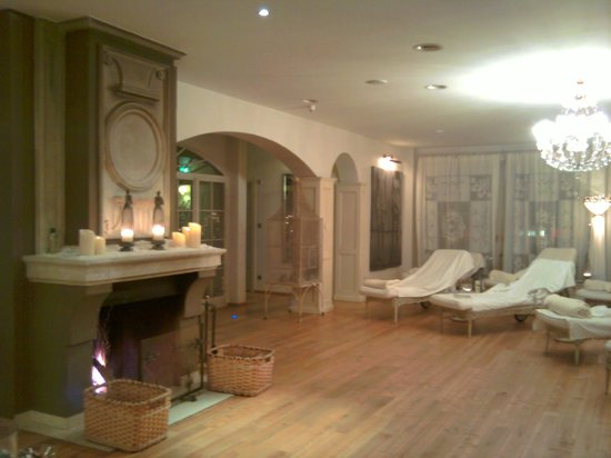 Posthotel Achenkirch:                   Atrium Spa relaxation area with crackling logfire