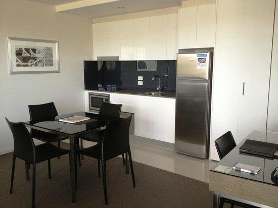 Aria Hotel Canberra: Kitchen area
