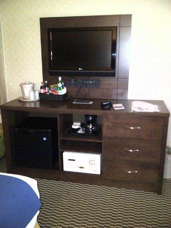 Holiday Inn Express Toronto - Markham :                   TV