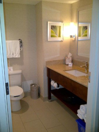 Holiday Inn Express Toronto - Markham:                   Very clean bathroom