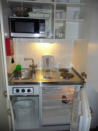 Astons Apartments:                   Handy kitchenette