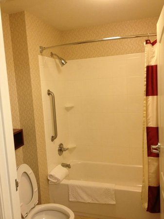 Residence Inn Fredericksburg : Shower