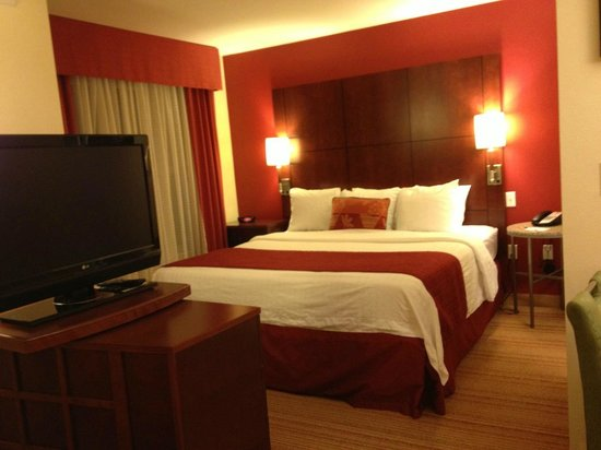 Residence Inn Fredericksburg : King Bed