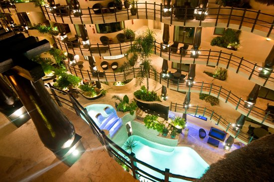 El Taj Oceanfront & Beachside Condos Hotel:                   Hotel view