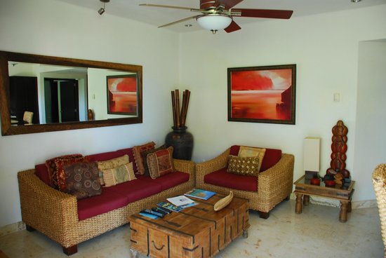 El Taj Oceanfront & Beachside Condos Hotel:                   Room 311