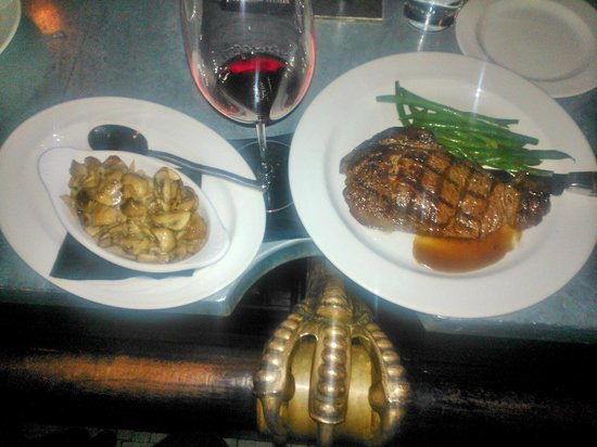 Woodman Lodge Steakhouse & Saloon: Buffalo Ribeye with mushrooms on Eagle Claw Bar