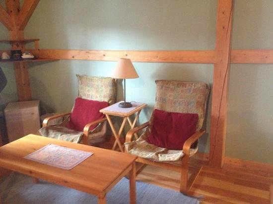 Timber Inn: lounging chairs