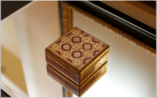 Embassy Circle Guest House: Trinket box in room