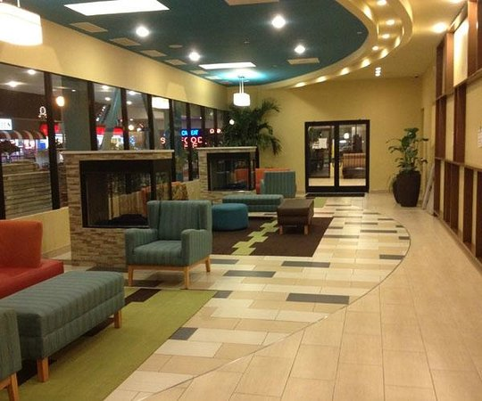 BEST WESTERN PLUS Sandcastle Beachfront Hotel:                   Lounge business center