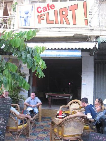 Cafe Flirt: Out door seating