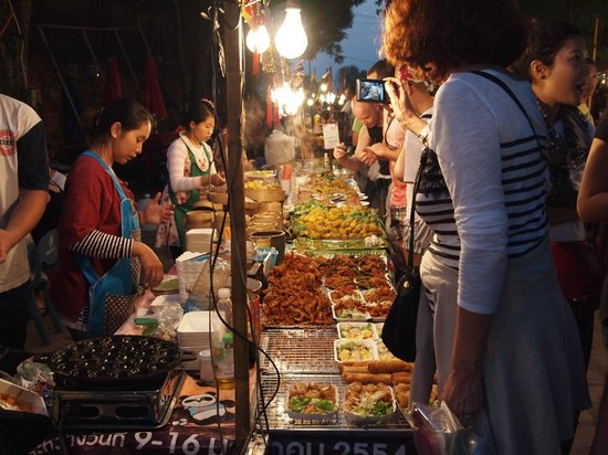 Sunday Night Market Walking Street - Tha Pae Gate : More foods