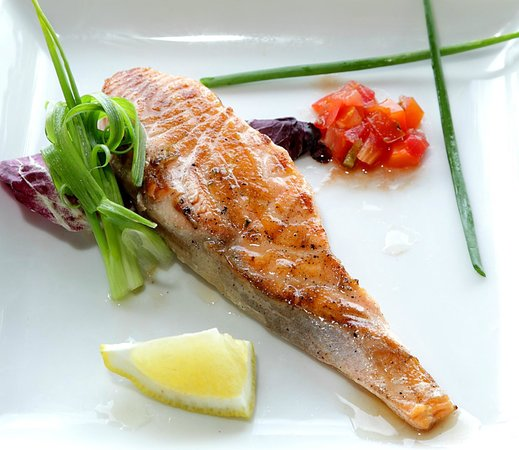 Friendship Beach Resort & Spa by iCheck Inn : Perfectly grilled Salmon Filet
