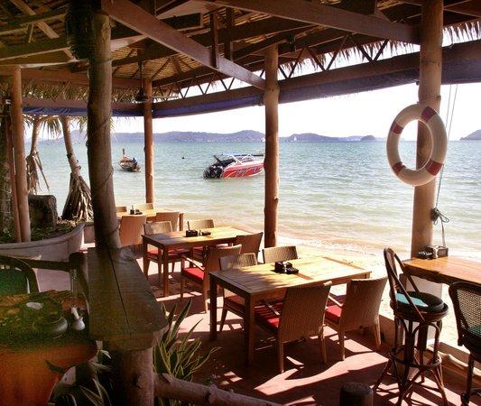 Friendship Beach Resort & Spa by iCheck Inn : Super Food deserves a Super Location