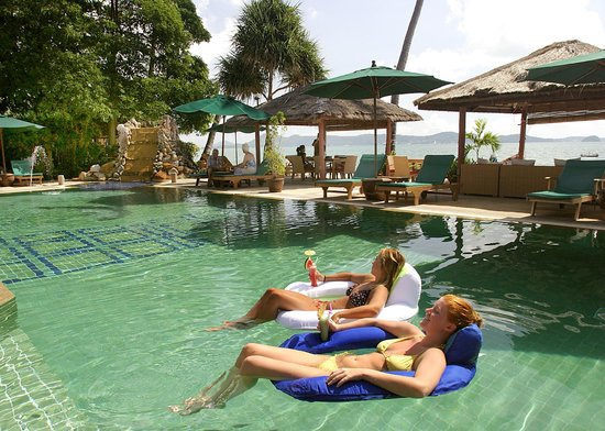 Friendship Beach Resort & Spa by iCheck Inn : Great waterfront pool to relax in