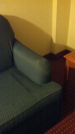 Embassy Suites by Hilton Columbus Dublin :                   umm umm umm nasty chair