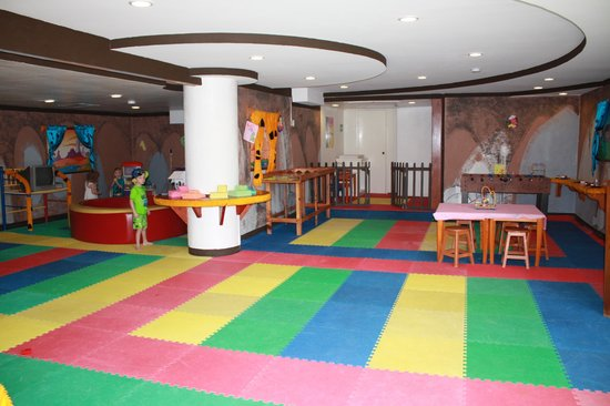 Melia Cabo Real All-Inclusive Beach & Golf Resort:                   kids club - main room