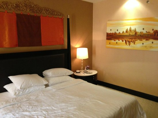 NagaWorld Hotel & Entertainment Complex: room