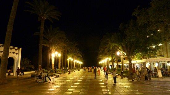 Hostal Marissal: Balcon de Europa at night