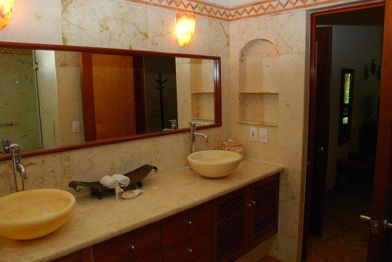 Porto Playa Condo Hotel & Beachclub: Bathroom