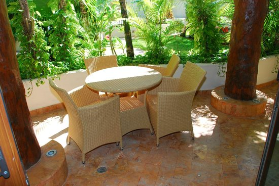Porto Playa Condo Hotel & Beachclub: Front porch