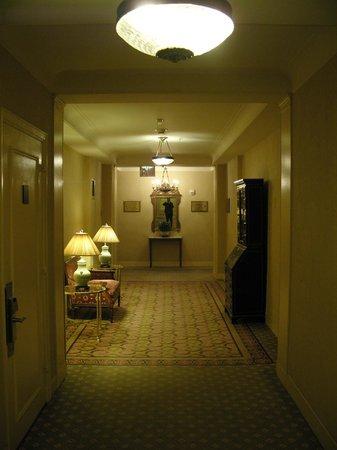 Waldorf Astoria New York: Hallways level 17