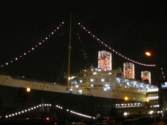 the queen mary christmas lights