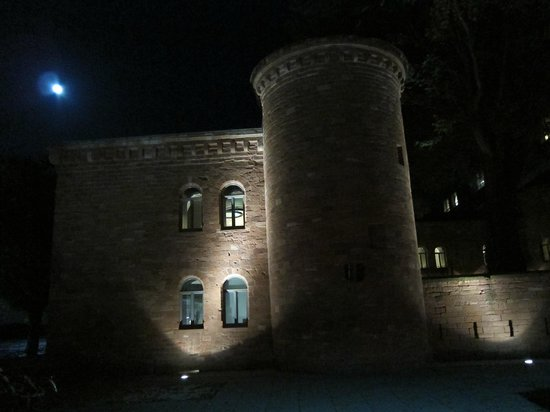 Hyatt Regency Mainz: Fort Malakoff at night