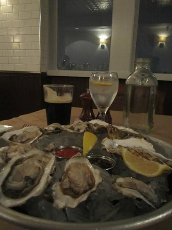 Chelsea's Chowder House & Bar: Shell filled oysters