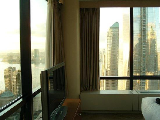 Millenium Hilton: Junior Suite Bedroom - lvl 49