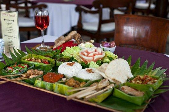 Tamukami Hotel: Balinese Rijstaffel