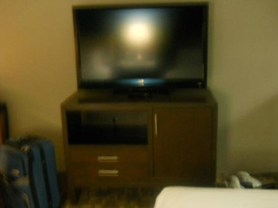 BLVD Hotel & Suites: huge flatscreen