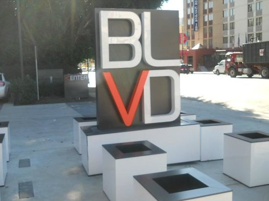 BLVD Hotel & Suites: main entrance