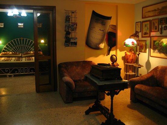 Hostal OCM Versalles: Hostel
