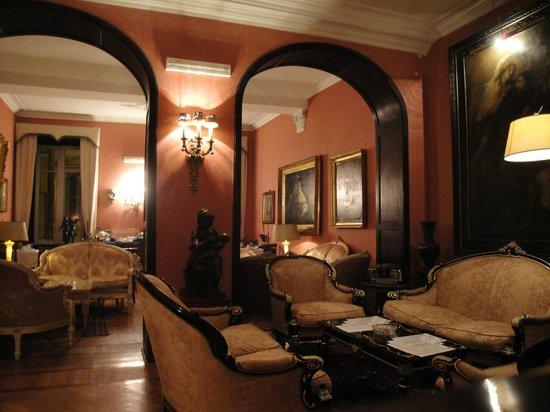 Residenza Frattina: desayunador y sala de estar