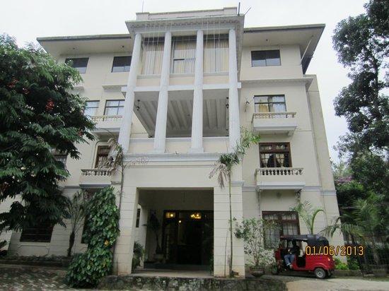 The Planter's Hotel : the hotel facade
