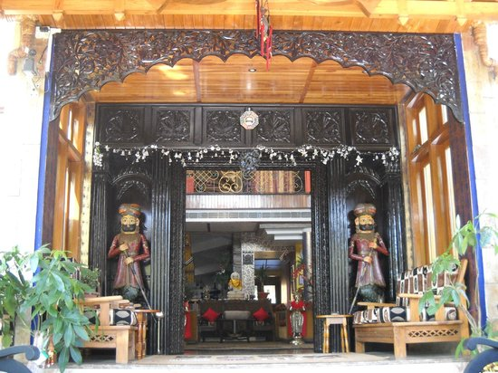 Lakkhotaa Lodge:                   The Regal Entrance ...