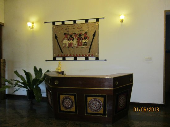 The Planter's Hotel: the front desk